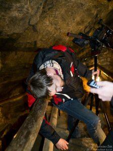 Zmoženi půlnočním natáčením