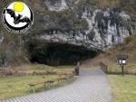 Vstup do Sloupsko-Šošůvských jeskyní s logem SJČR